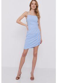 BARDOT - Bardot - Sukienka. Kolor: niebieski. Materiał: tkanina. Typ sukienki: dopasowane