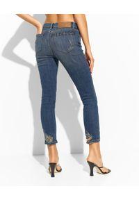 Pinko - PINKO - Spodnie jeansowe Sabrina 37. Kolor: niebieski. Wzór: napisy, aplikacja