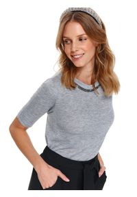 Szary sweter TOP SECRET z klasycznym kołnierzykiem, elegancki, z aplikacjami