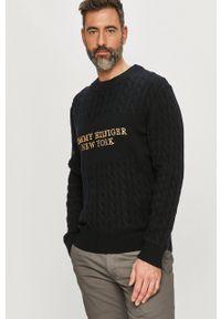 TOMMY HILFIGER - Tommy Hilfiger - Sweter. Okazja: na co dzień. Kolor: niebieski. Długość rękawa: długi rękaw. Długość: długie. Wzór: aplikacja, ze splotem. Styl: casual
