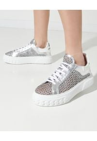 Casadei - CASADEI - Srebrne sneakersy Netweb Oro. Kolor: srebrny. Materiał: guma. Wzór: napisy