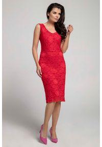 Nommo - Czerwona Dopasowana Sukienka Koronkowa bez Rękawów. Kolor: czerwony. Materiał: koronka. Długość rękawa: bez rękawów