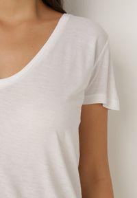 Born2be - Biały T-shirt Leucelsa. Kolor: biały. Materiał: bawełna, jersey, dzianina. Długość: długie