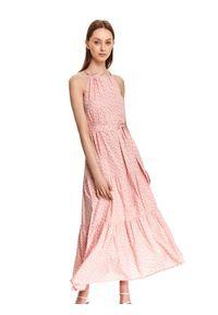 TOP SECRET - Długa sukienka w groszki. Kolor: różowy. Wzór: grochy. Typ sukienki: koszulowe. Długość: maxi