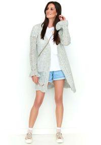 Makadamia - Jasnoszary Ażurowy Sweter Typu Kardigan. Kolor: szary. Materiał: poliester, akryl, wełna, poliamid. Wzór: ażurowy