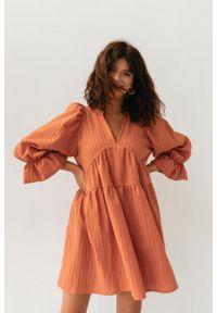 Marsala - Sukienka ze strukturalnego materiału w kolorze CEGLANYM - AURORA BY MARSALA. Materiał: materiał. Styl: elegancki
