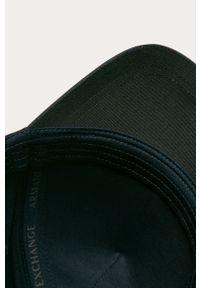 Niebieska czapka z daszkiem Armani Exchange z aplikacjami