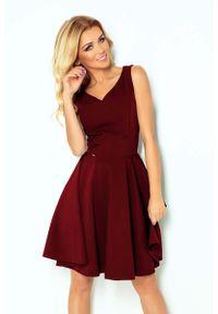 Czerwona sukienka rozkloszowana Numoco elegancka, na ramiączkach