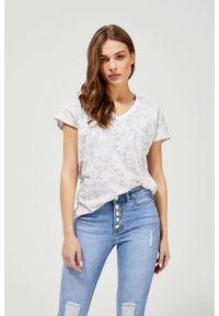 MOODO - Bawełniany t-shirt z nadrukiem. Typ kołnierza: dekolt w serek. Materiał: bawełna. Długość rękawa: bez rękawów. Wzór: nadruk