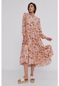 Answear Lab - Sukienka. Kolor: różowy. Materiał: tkanina. Typ sukienki: rozkloszowane. Styl: wakacyjny