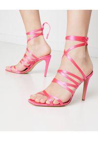 Pinko - PINKO - Różowe sandały na szpilce Clematis. Okazja: na imprezę. Zapięcie: pasek. Kolor: wielokolorowy, różowy, fioletowy. Materiał: tkanina, jedwab, wiskoza. Wzór: paski. Obcas: na szpilce