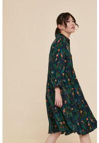 medicine - Medicine - Sukienka Commercial. Kolor: zielony. Materiał: tkanina. Długość rękawa: długi rękaw. Typ sukienki: rozkloszowane