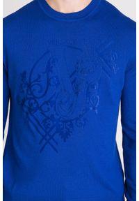 Niebieski sweter Versace Jeans w kolorowe wzory, z okrągłym kołnierzem