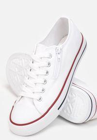 Renee - Białe Trampki Terianne. Wysokość cholewki: przed kolano. Nosek buta: okrągły. Kolor: biały. Szerokość cholewki: normalna. Wzór: kwiaty
