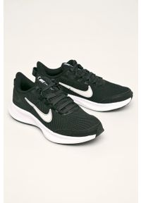 Czarne buty sportowe Nike z okrągłym noskiem, na sznurówki