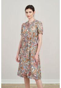 Marie Zélie - Sukienka Alma Fluviatiles. Typ kołnierza: kołnierzyk stójkowy. Materiał: wiskoza, skóra. Długość rękawa: krótki rękaw. Typ sukienki: szmizjerki