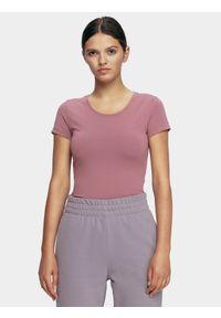 4f - T-shirt damski. Kolor: fioletowy. Materiał: bawełna, dzianina, materiał, elastan. Długość rękawa: krótki rękaw. Długość: krótkie. Sport: kolarstwo, wspinaczka, fitness, bieganie