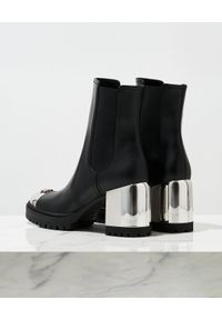Casadei - CASADEI - Skórzane botki New Cult. Nosek buta: okrągły. Kolor: czarny. Materiał: skóra. Szerokość cholewki: normalna. Obcas: na obcasie. Wysokość obcasa: średni