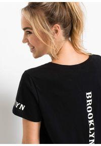 T-shirt oversize z nadrukiem bonprix czarny. Kolor: czarny. Wzór: nadruk