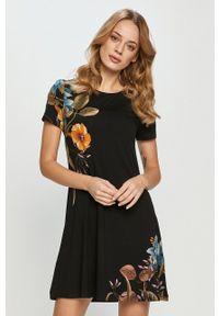 Desigual - Sukienka. Kolor: czarny. Materiał: dzianina. Długość rękawa: krótki rękaw. Wzór: nadruk. Typ sukienki: rozkloszowane