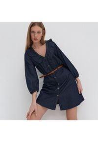House - Denimowa sukienka z paskiem - Granatowy. Kolor: niebieski