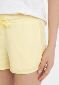 Born2be - Żółte Szorty Dresowe Alethiphe. Kolor: żółty. Materiał: dresówka