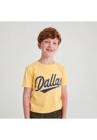 Reserved - Bawełniany t-shirt z napisem - Beżowy. Kolor: beżowy. Materiał: bawełna. Wzór: napisy