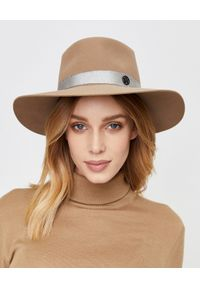 MAISON MICHEL PARIS - Beżowy kapelusz. Kolor: beżowy. Materiał: materiał. Wzór: aplikacja. Sezon: jesień, zima. Styl: elegancki