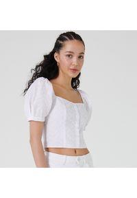 Cropp - Bluzka crop top z bufiastymi rękawami - Biały. Kolor: biały