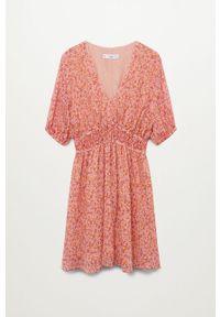 mango - Mango - Sukienka Rose. Kolor: różowy. Materiał: tkanina. Długość rękawa: krótki rękaw. Typ sukienki: rozkloszowane