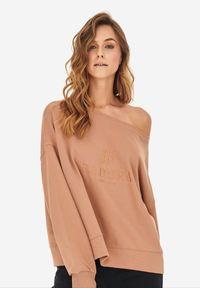 Born2be - Jasnobrązowa Bluza Badura Velylia. Kolor: brązowy. Materiał: bawełna, dzianina, materiał, poliester. Długość rękawa: długi rękaw. Długość: długie. Wzór: haft