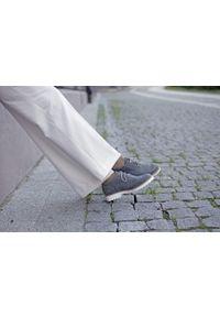 Zapato - półbuty - skóra naturalna - model 258 - kolor szary błyszczący. Nosek buta: okrągły. Zapięcie: sznurówki. Kolor: szary. Materiał: skóra. Wzór: kolorowy. Sezon: lato. Obcas: na obcasie. Styl: elegancki, klasyczny. Wysokość obcasa: niski