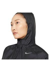 Kurtka damska do biegania Nike Essential Division DA1070. Materiał: materiał, poliester. Długość: długie. Sport: fitness, bieganie