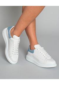 Białe sneakersy Alexander McQueen gładkie