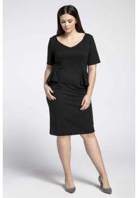 Nommo - Czarna Klasyczna Sukienka z Półbaskinką PLUS SIZE. Kolekcja: plus size. Kolor: czarny. Materiał: wiskoza, poliester. Typ sukienki: dla puszystych. Styl: klasyczny