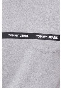 Tommy Jeans - T-shirt bawełniany. Okazja: na co dzień. Kolor: szary. Materiał: bawełna. Wzór: nadruk. Styl: casual