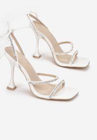 Renee - Białe Sandały Daphiphine. Kolor: biały