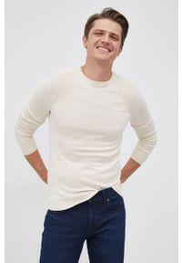Guess - Sweter z domieszką wełny. Okazja: na co dzień. Kolor: beżowy. Materiał: wełna. Długość rękawa: długi rękaw. Długość: długie. Styl: casual
