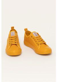 Cross Jeans - Tenisówki. Nosek buta: okrągły. Zapięcie: sznurówki. Kolor: żółty. Materiał: guma