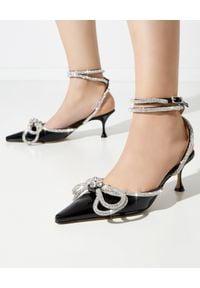 MACH&MACH - Czarne sandały na szpilce z kokardą. Zapięcie: pasek. Kolor: czarny. Materiał: lakier. Wzór: aplikacja. Obcas: na szpilce. Styl: wizytowy. Wysokość obcasa: średni