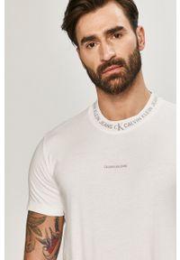 Calvin Klein Jeans - T-shirt. Okazja: na co dzień. Kolor: biały. Materiał: bawełna. Wzór: nadruk. Styl: casual