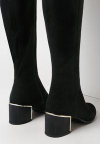 Born2be - Czarne Kozaki Alcatea. Wysokość cholewki: za kolano. Nosek buta: okrągły. Zapięcie: zamek. Kolor: czarny. Materiał: futro, materiał. Szerokość cholewki: normalna. Obcas: na słupku
