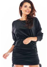 Awama - Welurowa Sukienka Nietoperz z Marszczonym Dołem - Czarna. Kolor: czarny. Materiał: welur