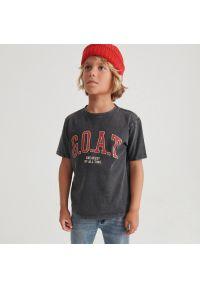 Reserved - T-shirt z napisem - Czarny. Kolor: czarny. Wzór: napisy