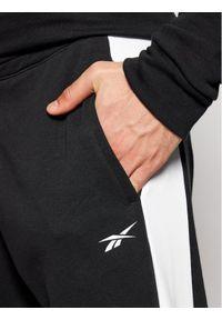 Reebok Spodnie dresowe Essentials Linear Logo GI8526 Czarny Regular Fit. Kolor: czarny. Materiał: dresówka