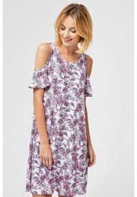 Różowa sukienka MOODO w kwiaty, na co dzień, casualowa