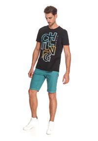 TOP SECRET - T-shirt z nadrukiem. Okazja: na co dzień. Kolor: czarny. Materiał: tkanina, bawełna. Długość rękawa: krótki rękaw. Długość: krótkie. Wzór: nadruk. Sezon: lato. Styl: casual, wakacyjny