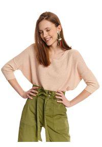 Beżowy sweter TOP SECRET z dekoltem w łódkę, wizytowy, w kolorowe wzory, na wiosnę