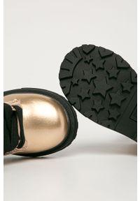 Złote botki TOMMY HILFIGER z okrągłym noskiem, na zamek, z cholewką