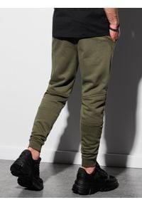 Ombre Clothing - Spodnie męskie dresowe P954 - ciemnooliwkowe - XXL. Kolor: szary. Materiał: dresówka. Wzór: gładki